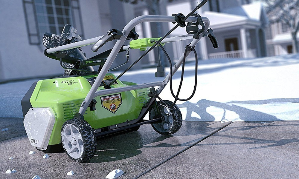 Greenworks 20-Inch 12 Amp Corded Snow Thrower 26032 Review